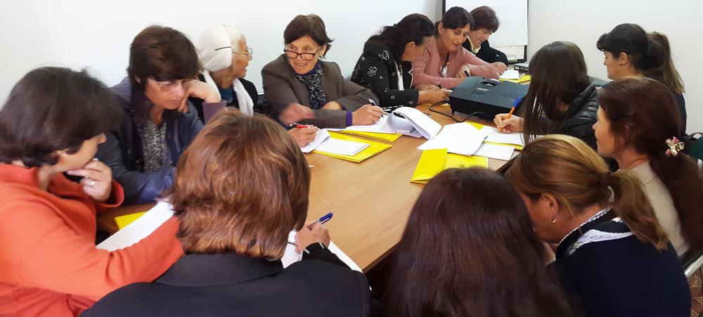 Albania---2017---Beekeeping---Women-beekeepers---training.jp